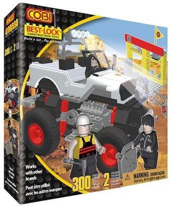04557670 - White monster truck